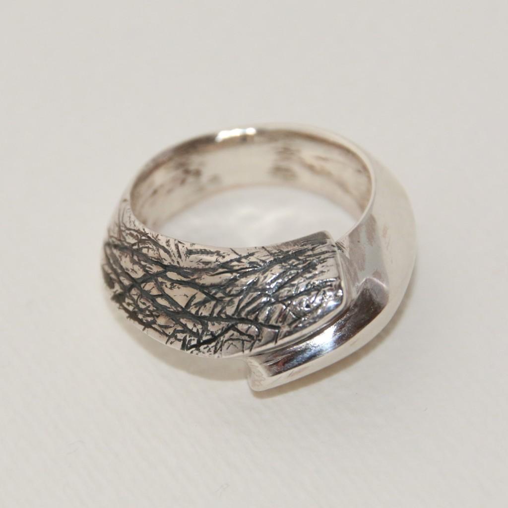 Gegoten zilveren ring